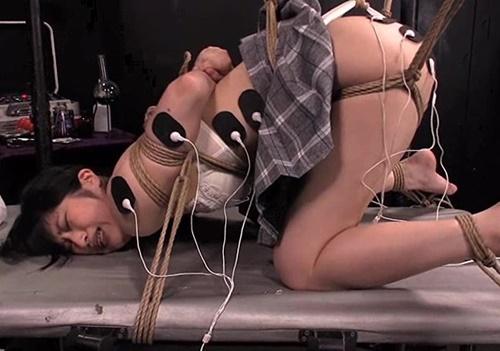 【強制絶頂拷問】全身に取り付けた電流パッドと電極付き電マで全身痙攣ぶっ壊れアクメしてしまう美人女子大生