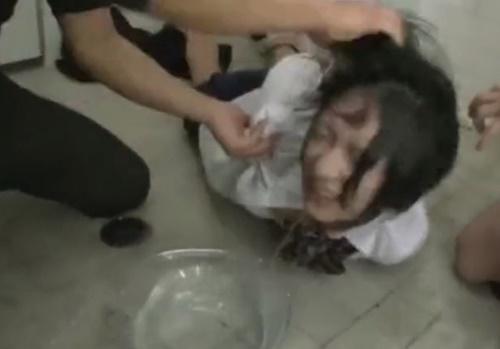 水責め→イラマチオの繰り返しで窒息拷問レイプされる悲惨な女子高生
