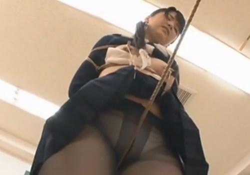 【股間拷問】黒パンストJKにコブ綱渡りさせてみた結果→下半身ガクガク痙攣アクメw