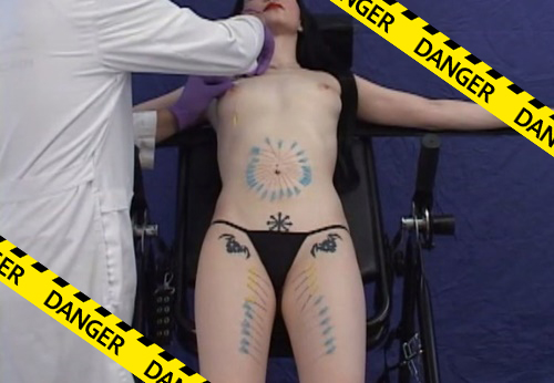 【閲覧注意】見てるだけで痛てぇ!美女の全身に針を刺しまくる超ハード拷問動画