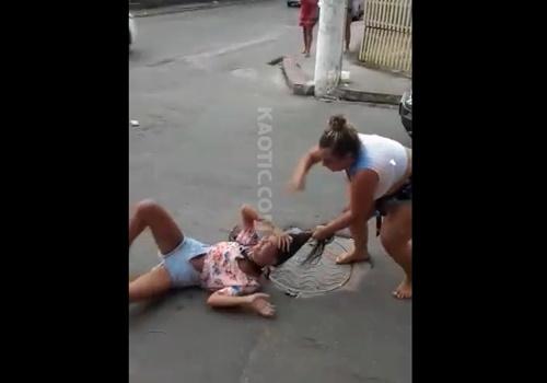 【リョナ】麻薬中毒の少女、母親に見つかりボコボコにされ号泣wwwww