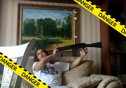 【グロ動画】アサルトライフルで自殺するとこうなる・・頭半分吹っ飛んで脳みそドロン・・※閲覧注意
