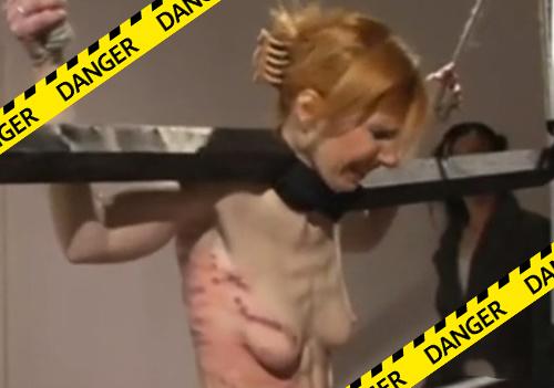 """【閲覧注意】これが本当の鞭打ち""""拷問""""動画!ハードすぎてヤベェ・・・"""