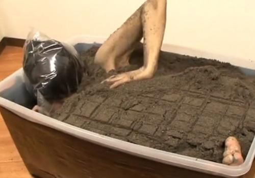【閲覧注意】突然家に届いた大荷物を開けてみると土に埋まった女だったんだが・・・