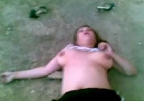 おっぱい丸出しで死亡した女性、その死因はまさかのブラジャーによる窒息死