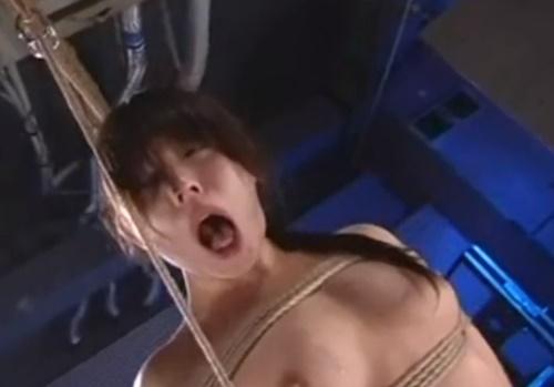 ドS男はとりあえず見とけ!首吊り・鞭打ち・スタンガンでの電流責めととにかくハードな拷問動画