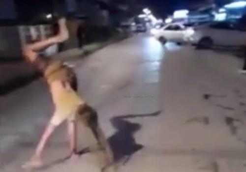 陽キャ女さん、路上ダンス中に車に轢かれるwwwwww