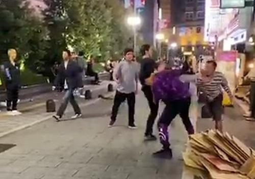 歌舞伎町で起きた「日本人 vs 白人」のケンカ。その結果は・・・