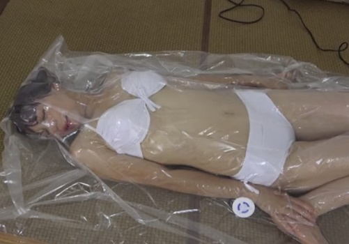 女が気絶するまで続ける窒息拷問プレイ、ガチで危険すぎる・・・