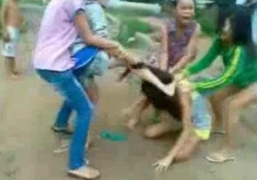 髪の毛を掴んで殴る、蹴る、ガチでエゲツない少女達のイジメ映像