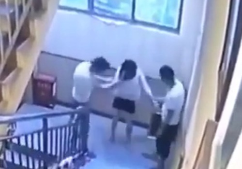 監禁レイプされう●ことおし●こを漏らした状態で見つかった女の子の映像がこちら・・・