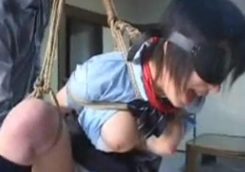 「イヤダァァァ--!!」目隠し緊縛ではじめての浣腸を注入された巨乳女子高生、苦痛で絶叫&号泣