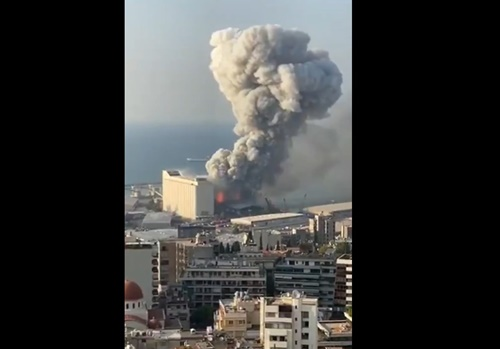 【速報】レバノンで起きた大爆発。近くの住民が撮影した映像とその原因・・・