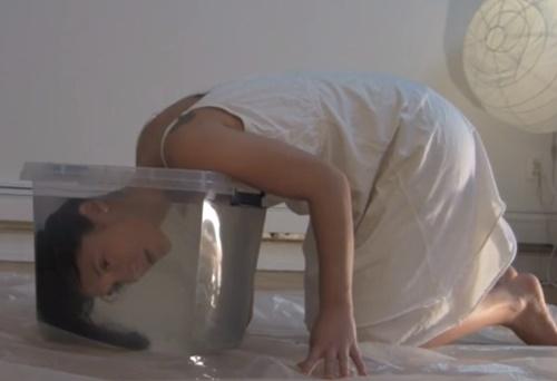 ドMオンナさん、自らを水責め窒息拷問にかけて死にかけるwww
