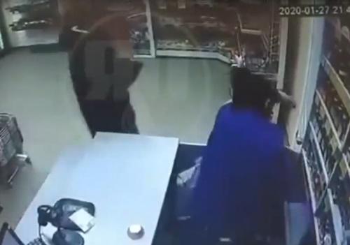 【閲覧注意】サイコパスの男が女性店員に行った所業がやばすぎる・・・