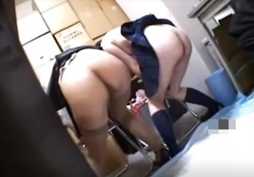 【閲覧注意】スカトロマニアの店長に強制脱糞させられる万引きJKと保護者の女教師
