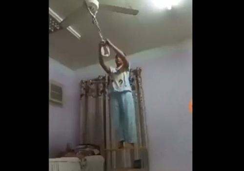 【閲覧注意】彼氏にフラれて絶望した女の子、首吊り自殺をライブ配信・・・