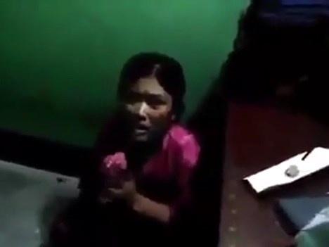 警察所に拘留された女さん、尋問中に鞭打ちされて震えが止まらない・・(動画あり)