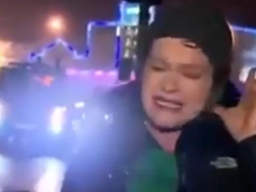 【動画】台風レポーター「こんな強風は体験した事がありません」→本当にとんでもない目にあうwwww