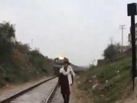 【閲覧注意】陽キャ「せや!線路を歩くPV風のTikTok撮ったろ!」→ 結果www