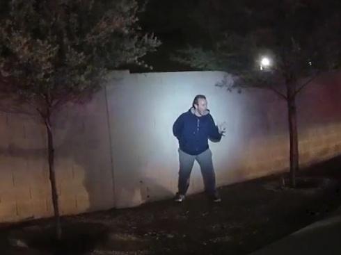 """【閲覧注意】海外の警察に """"絶対やってはいけない行動"""" を実行した男、射殺される・・・"""