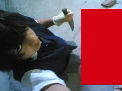 """【閲覧注意】闇堕ちした女子小学生、ナイフでぶっ殺した """"あの生き物"""" との自撮りをSNSに投稿・・(画像5枚)"""