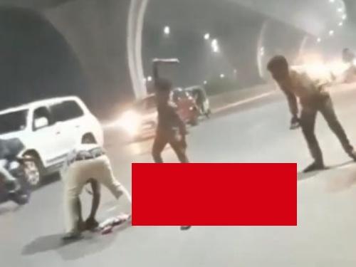 【閲覧注意】道端でリンチされてる人がいるんだが、これもう死んでるよな・・・(動画あり)