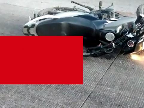 """【閲覧注意】高速道路上のバイク事故で """"完全にミンチ状態"""" になった人間がこちら・・・(動画あり)"""