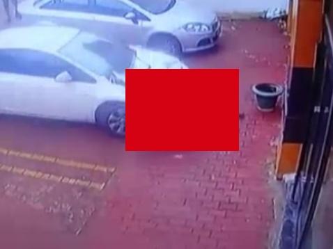 【閲覧注意】十代少女、飛び降り自殺で乗用車を道連れにする・・(動画あり)