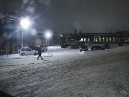 【衝撃映像】極寒のロシアの防犯カメラの映像。この後とんでもない事が起きます