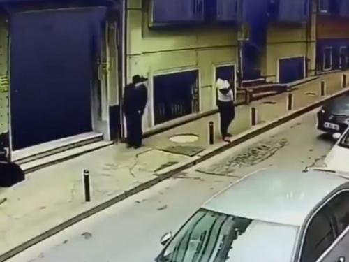 【衝撃映像】ドライバー女さん、狭い道路で大暴れしてしまう