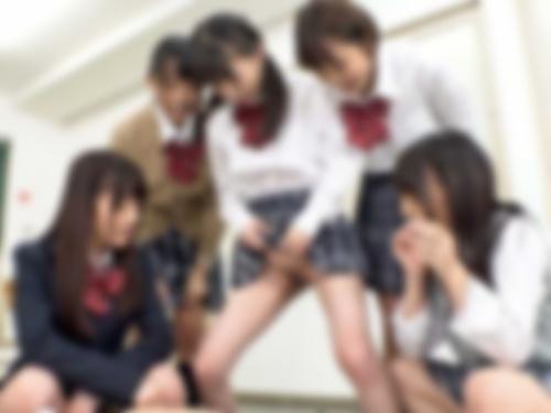 【閲覧注意】いじめられっ子女子高生、おしっこをぶっかけられてから連続ビンタを食らう・・・