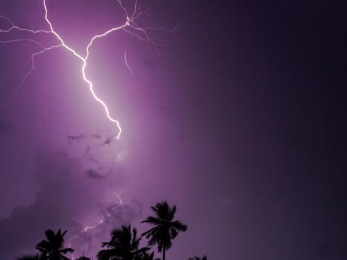 【衝撃映像】人間が雷に打たれる瞬間とかまず見ることないよな・・・