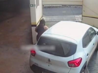 【驚愕】ドライバー女さん、サイドブレーキをせずに車を離れた結果・・・(動画あり)