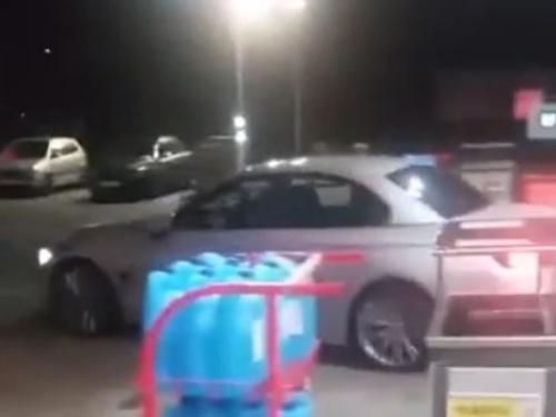 【衝撃】ガソリンスタンドにダイナミック入店するサイコパスの映像が話題