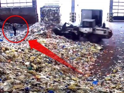 """【衝撃映像】ゴミ処理場で立っていた""""このおじさん""""がどうなるか"""