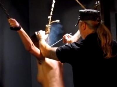 【閲覧注意】性奴隷女、奴隷の証として御主人様に焼印を押されて絶叫・・・(動画あり)