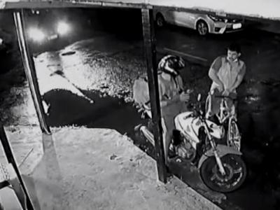ウーバーイーツ配達員、強盗されそうになるも奇跡的に助かるwww(動画あい)