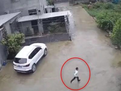 """【衝撃】中国、住宅街で普通に """"こんな事"""" が起きている・・・(動画)"""