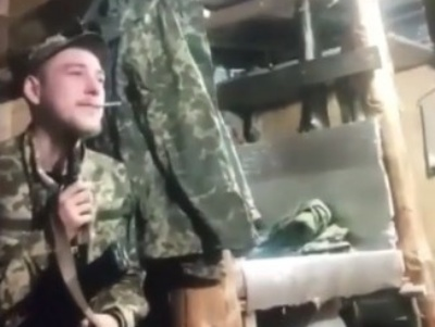 【閲覧注意】戦場でうつを患った兵士、愛用のAK-47で自殺・・・(動画あり)