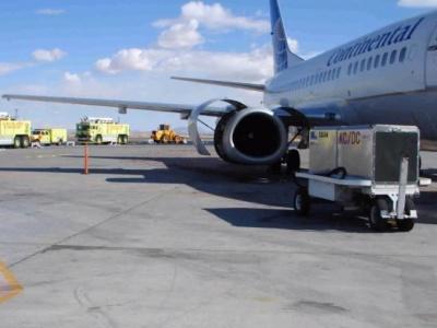 """【閲覧注意】飛行機のジェットエンジンに人間が巻き込まれると """"こうなる""""(動画あり)"""