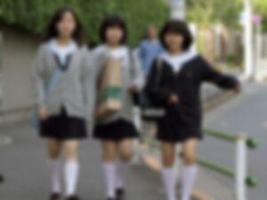 """【驚愕】貧民街で女子中学生に行われている """"しつけ"""" をごらんください(動画あり)"""