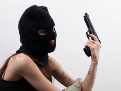 【閲覧注意】ライバルギャングに捕まった少女、命懸けのフ●ラを強制させられる・・(動画あり)