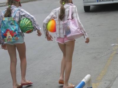 【衝撃】11歳の女子小学生を白昼堂々誘拐しようとした男の犯行現場映像がこちら