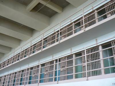 【唖然】警察署の牢屋から脱獄しようとした男がどうなったか。ごらんくださいwwww(動画あり)