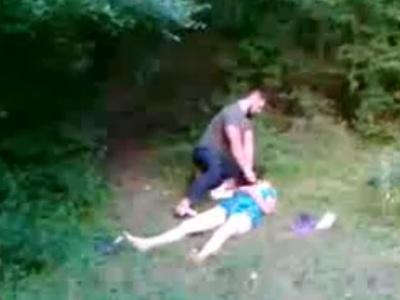 【閲覧注意】森の中で殺害された少女の犯行現場を撮影した無修正動画、流出してしまう・・・
