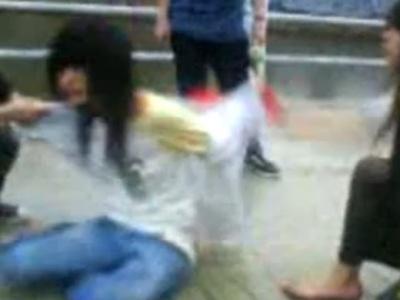 【唖然】いじめられっ子の女子中学生の日常がこちら。脱がされてボコボコに・・(動画あり)