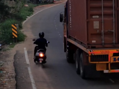 【閲覧注意】このスクーター乗りが3秒後にどうやって死ぬか。ごらんください・・(動画あり)