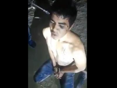 【超閲覧注意】麻薬カルテル、男の首をひねってねじ切る処刑動画をアップ・・・