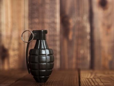 """【閲覧注意】手に持った手榴弾が """"超至近距離"""" で爆発するとどうなるか。映像でごらんください"""